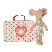 Storasyster mus i resväska