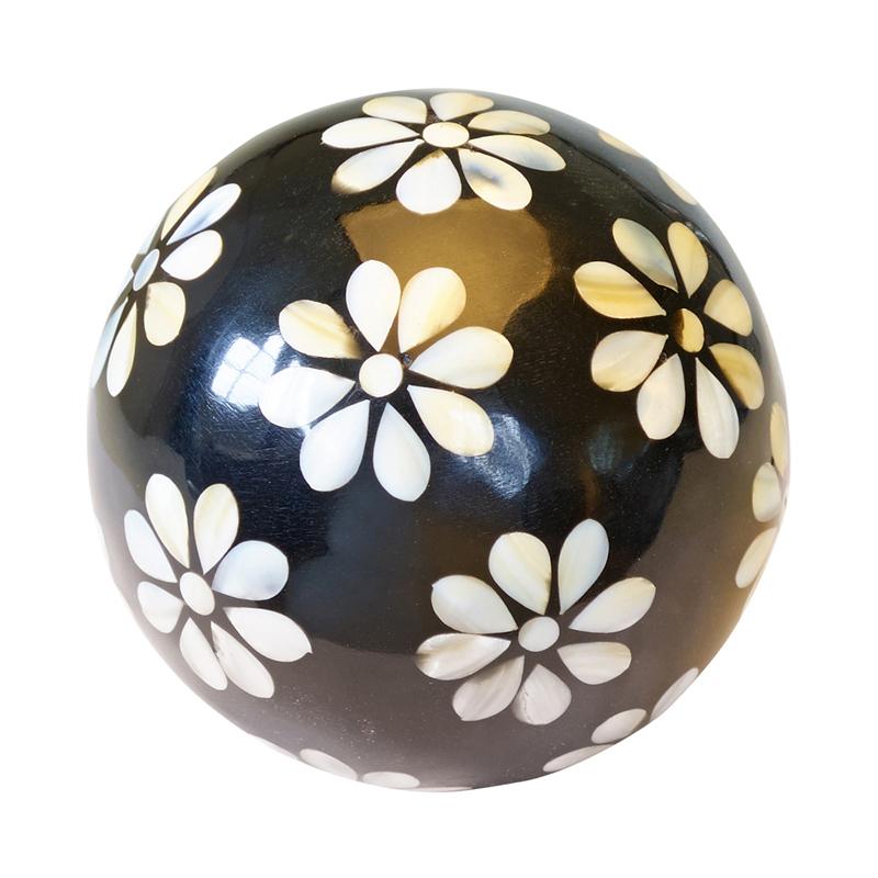 a11555x.jpg - Decoration ball white Flowers in black, Large - Elsashem Butiken med det lilla extra...