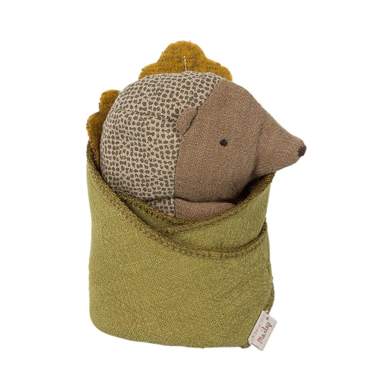 a11700x.jpg - Baby Hedgehog with leaf - Elsashem Butiken med det lilla extra...