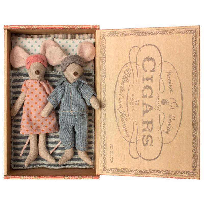a13815-2x.jpg - Mum & dad mice in cigar box - Elsashem Butiken med det lilla extra...