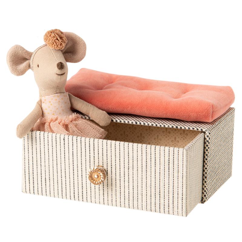 a14450x.jpg - Dancing mouse in daybed, Little sister - Elsashem Butiken med det lilla extra...