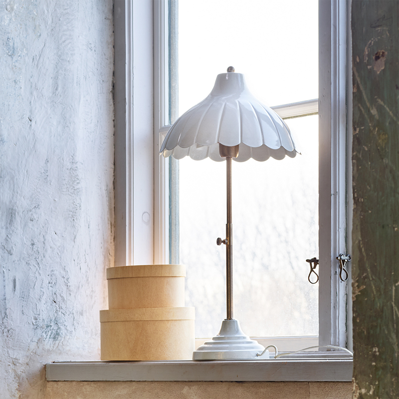 a14640-2x.jpg - Bordslampa Annie, Antik Vit - Elsashem Butiken med det lilla extra...